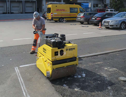 Pedestrian Vibrating Roller DYNAPAC Bomag BW65